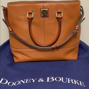 🌸Dooney and Bourke Chelsea Shopper